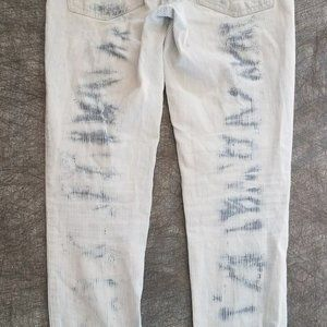 You are buying a pair of American Eagle jans white